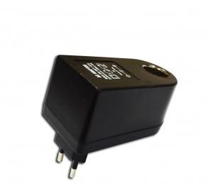Szivargyújtó átalakító-adapter - 220V/12V ?D512